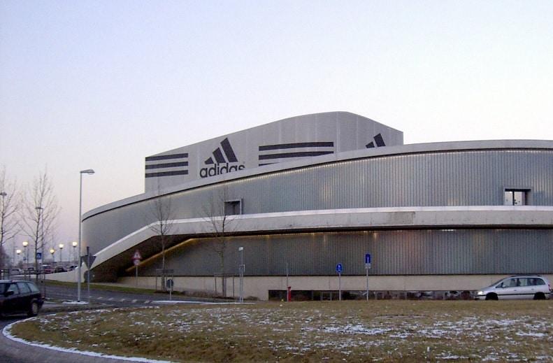cinturón asistencia compromiso  Historia y biografía de Historia de Adidas
